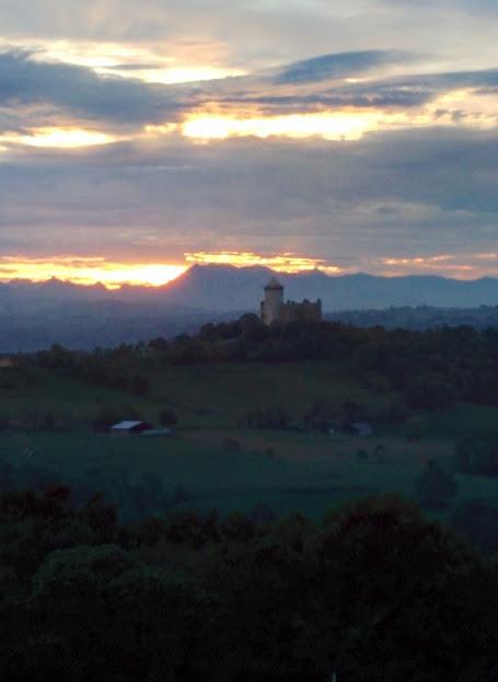 Balade autour de Capvern : le château de Mauvezin…. fière forteresse face auxPyrénées