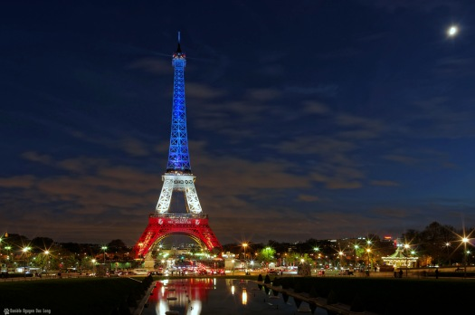 l'heure bleue à la Tour Eiffel en bleu blanc rouge