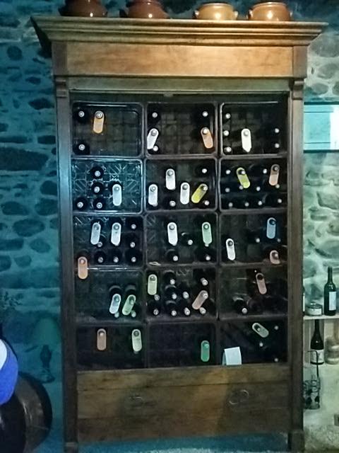 cave belle armoire ancienne à vin