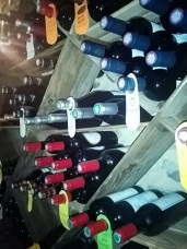 cave mur bouteilles coté