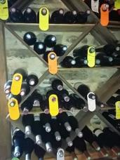 caves bouteilles au mur 1