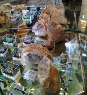 esparros geodes et pierres semi précieuses