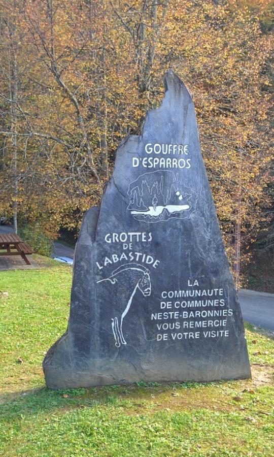 Le Gouffre Desparros Promenade Prs De Capvern Les Bains
