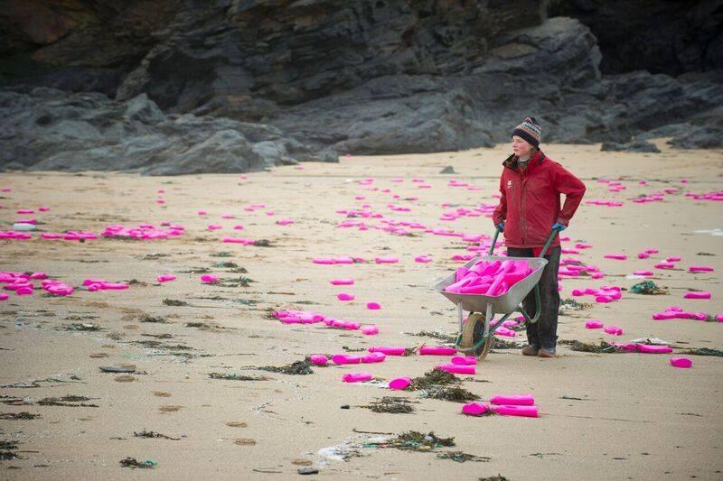 Nature : des milliers de bidons de lessive échoués sur une plageanglaise