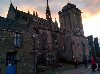 locronan église avant lumières