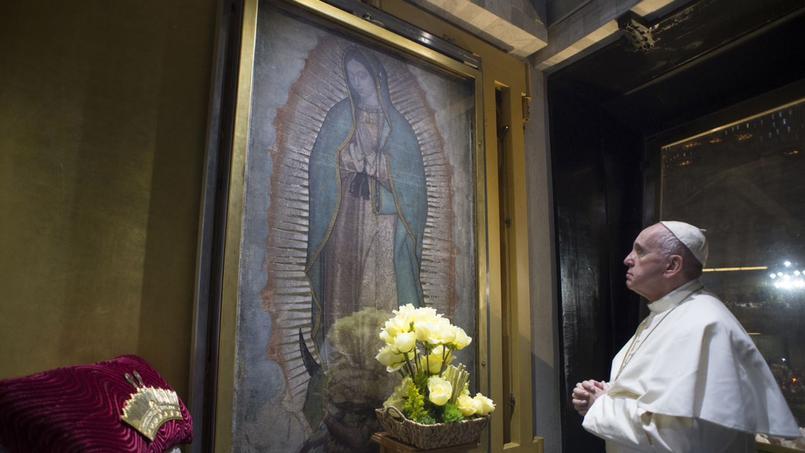 L'énigme de la longue prière silencieuse du pape devant la Vierge deGuadalupe