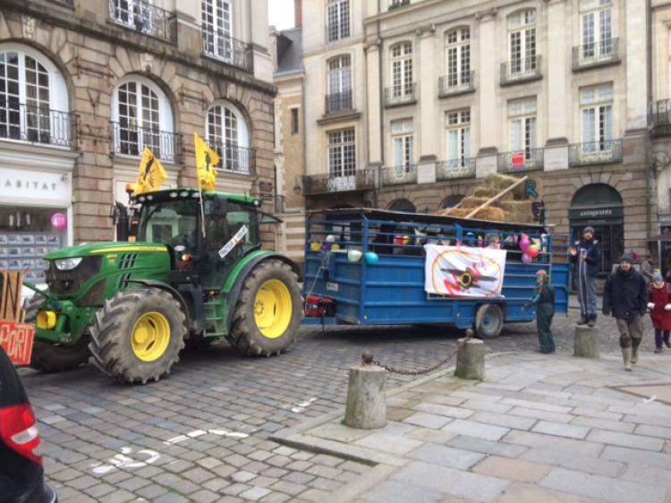 Rennes : grosses dégradations lors du carnaval anti-aéroport Notre-Dame-Des-Landes