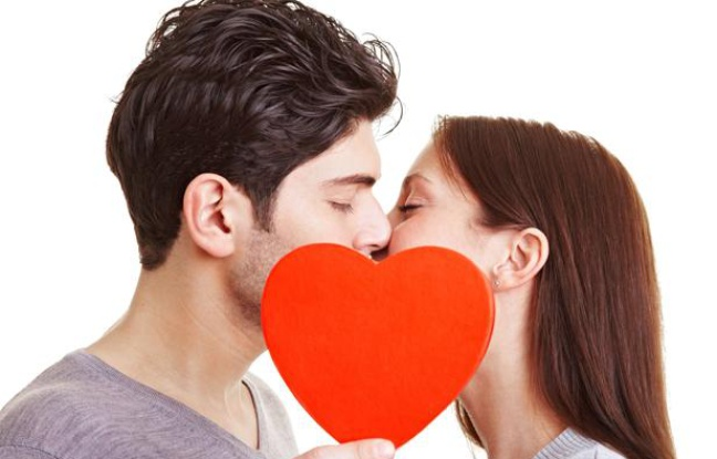 Sciences : Pourquoi on a tendance à s'embrasser les yeuxfermés