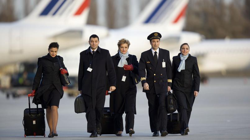 Voile en Iran: la direction d'Air France reçoit les hôtesses et stewards celundi