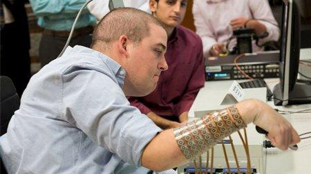 Superbe : Grâce à un implant, un tétraplégique retrouve partiellement l'usage de sonbras