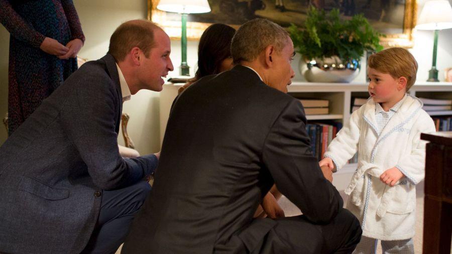 sourire du jour : Le prince George accueille Barack Obama en pyjama et robe dechambre