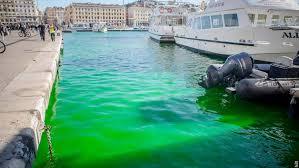 L'eau du Vieux-Port de Marseille passe auvert