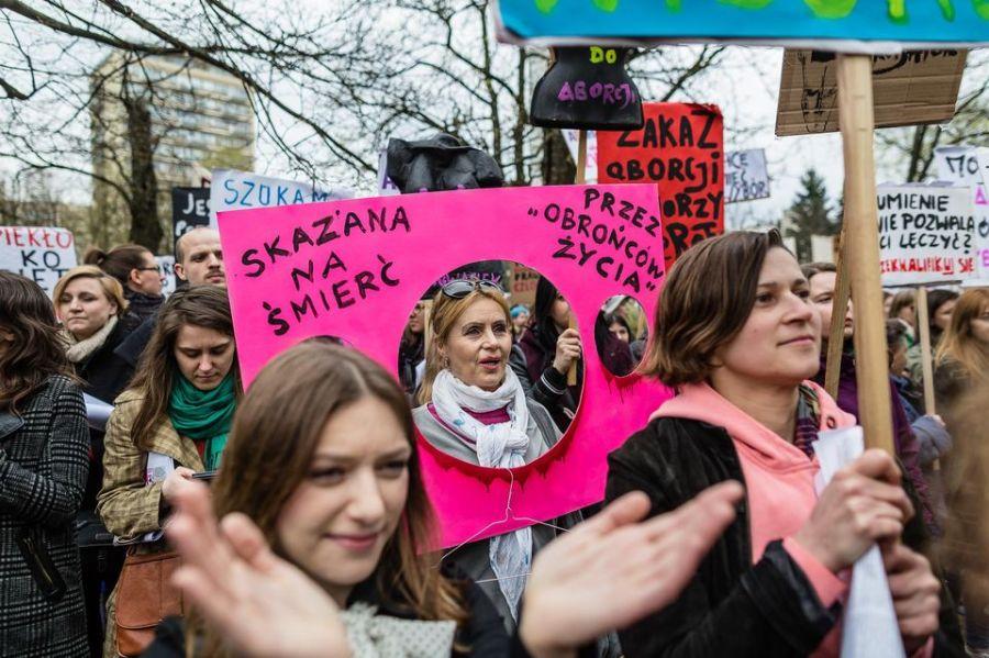 Société : Pologne : manifestations dans tout le pays pour défendre le droit àl'IVG