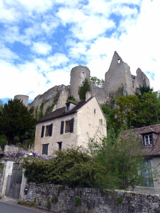 angles ruines et maison