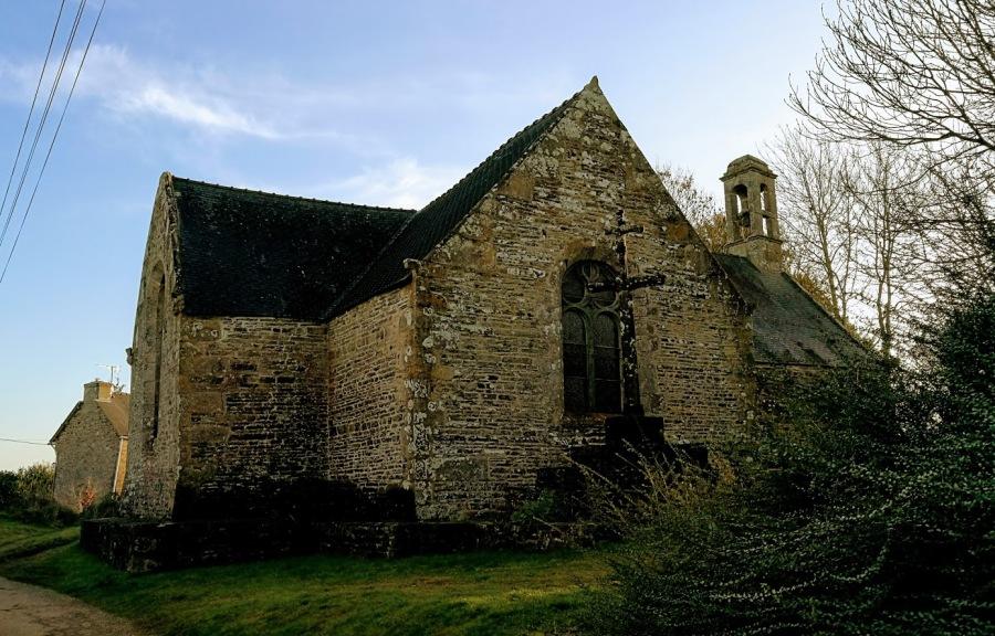 Promenade en Bretagne/Walk in Brittany : La chapelle de Saint Aubin un joyaucaché