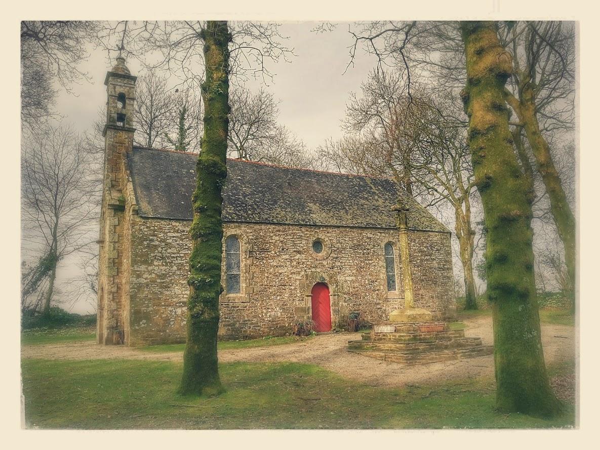 chapelle de lospars lumineuse.jpg
